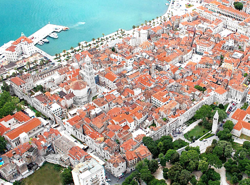 Diocletian's Palace from the air ... Author ... Ballota .... The photo is taken from ... https://commons.wikimedia.org/wiki/File:Diocletian%27s_Palace_from_the_air.jpg